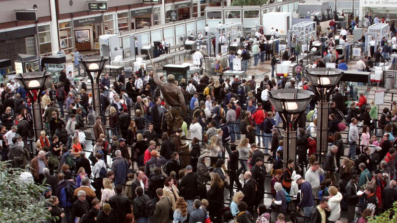 Lecisz na święta do domu? Zobacz listę lotnisk objętych strajkiem 23 grudnia!